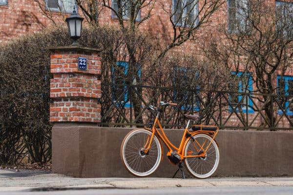 Achielle Anette. Klassisk elsykkel parkert på gata i Oslo.